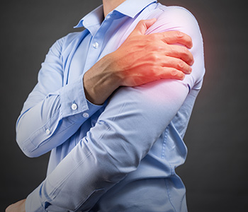 Get relief from shoulder pain with Encinitas CA specialist's accurate diagnostics, precision therapy