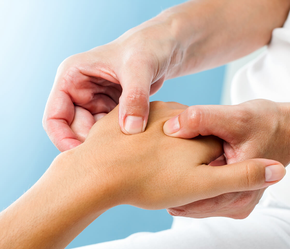 Encinitas, CA specialist offers effective pain relief, integrative treatment for Rheumatoid Arthritis